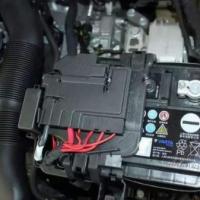 汽车维修或者更换几个零件的时候,旧的零件记得拿走,非常值钱!