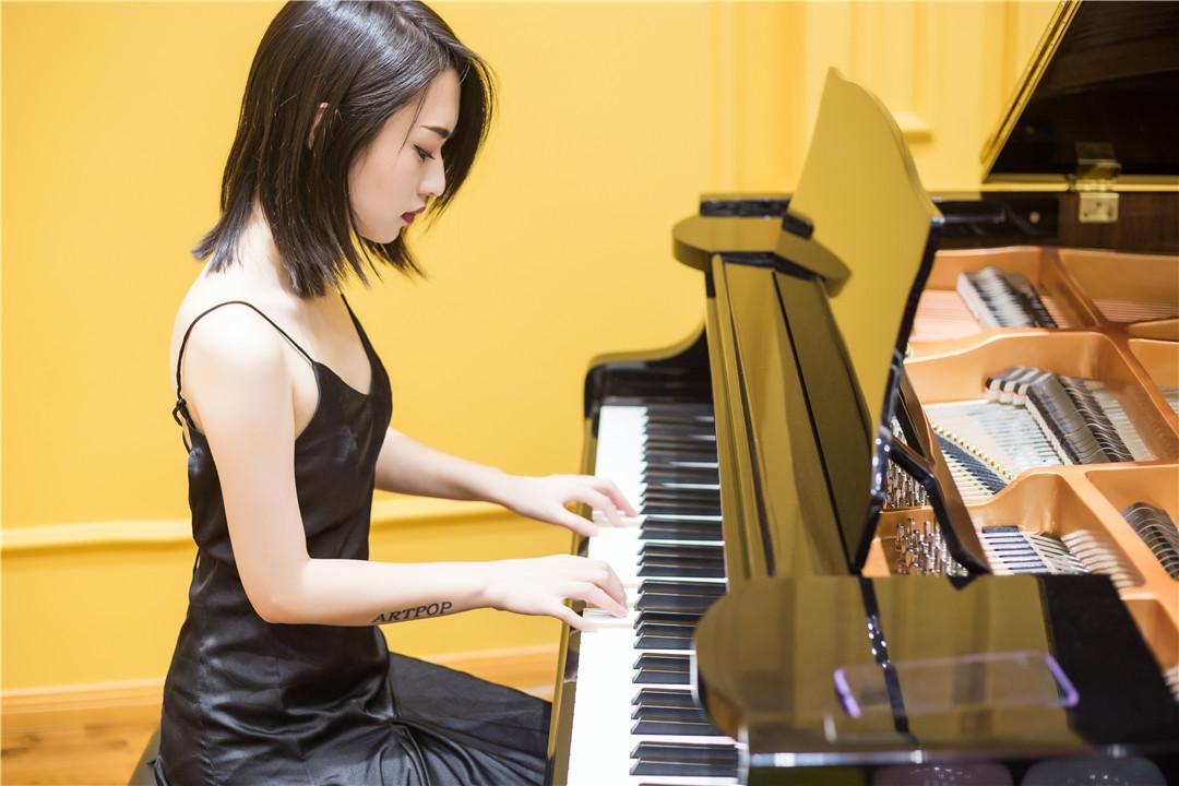 钢琴教育学校/黑加仑