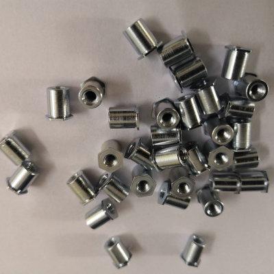 大量现货SO3.5M3*4机箱压铆螺母柱 六角通孔合金压铆钉定制