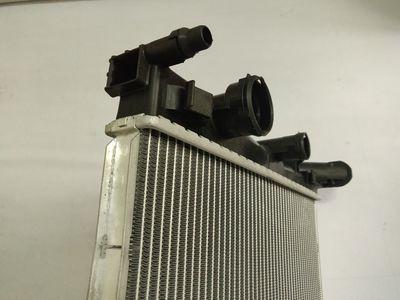 厂家直销汽车水箱散热器适用奔驰W204铝塑材质汽车散热现货批发